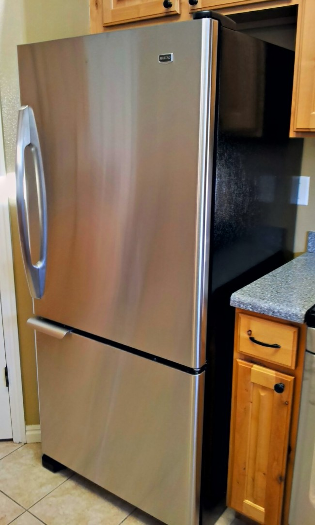 real life with the maytag bottom freezer refrigerator maytagmoms mom always finds out. Black Bedroom Furniture Sets. Home Design Ideas